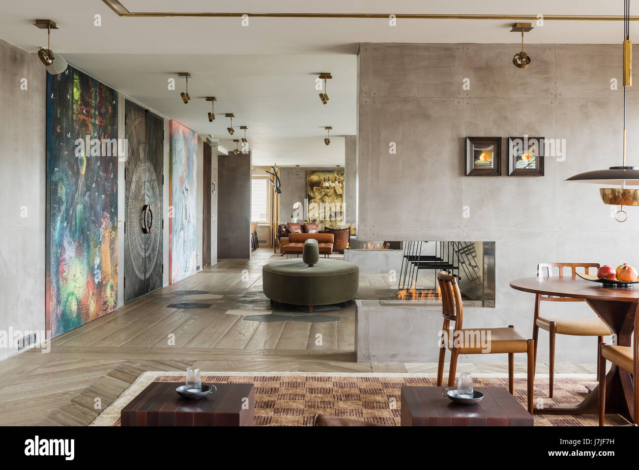 30 metre living space with structural half walls in Istanbul apartment - Stock Image