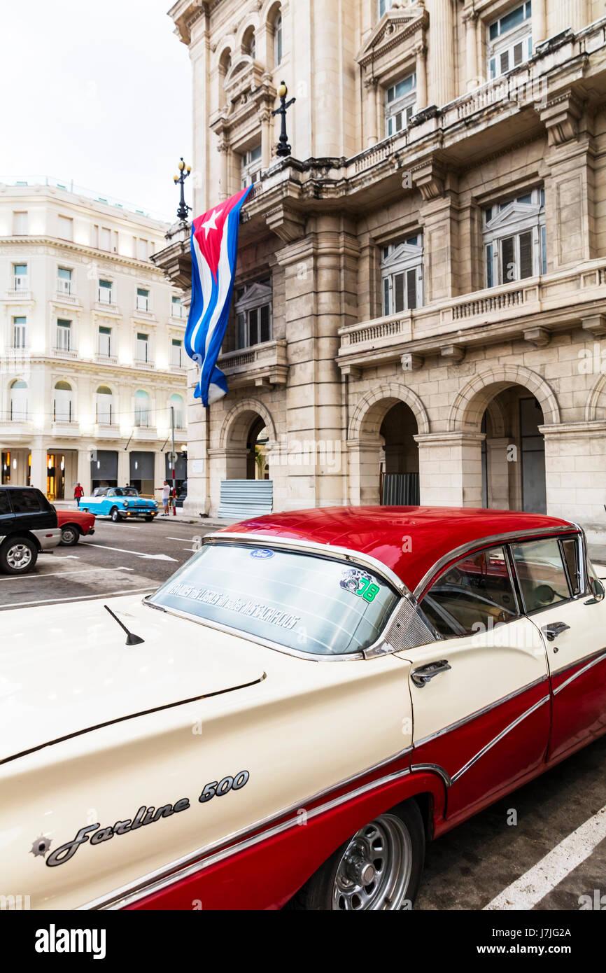 Fairlane 500 Skyliner power retractable hardtop in Havana cuba, Cuban classic american car, cuban flag, Old cuban - Stock Image