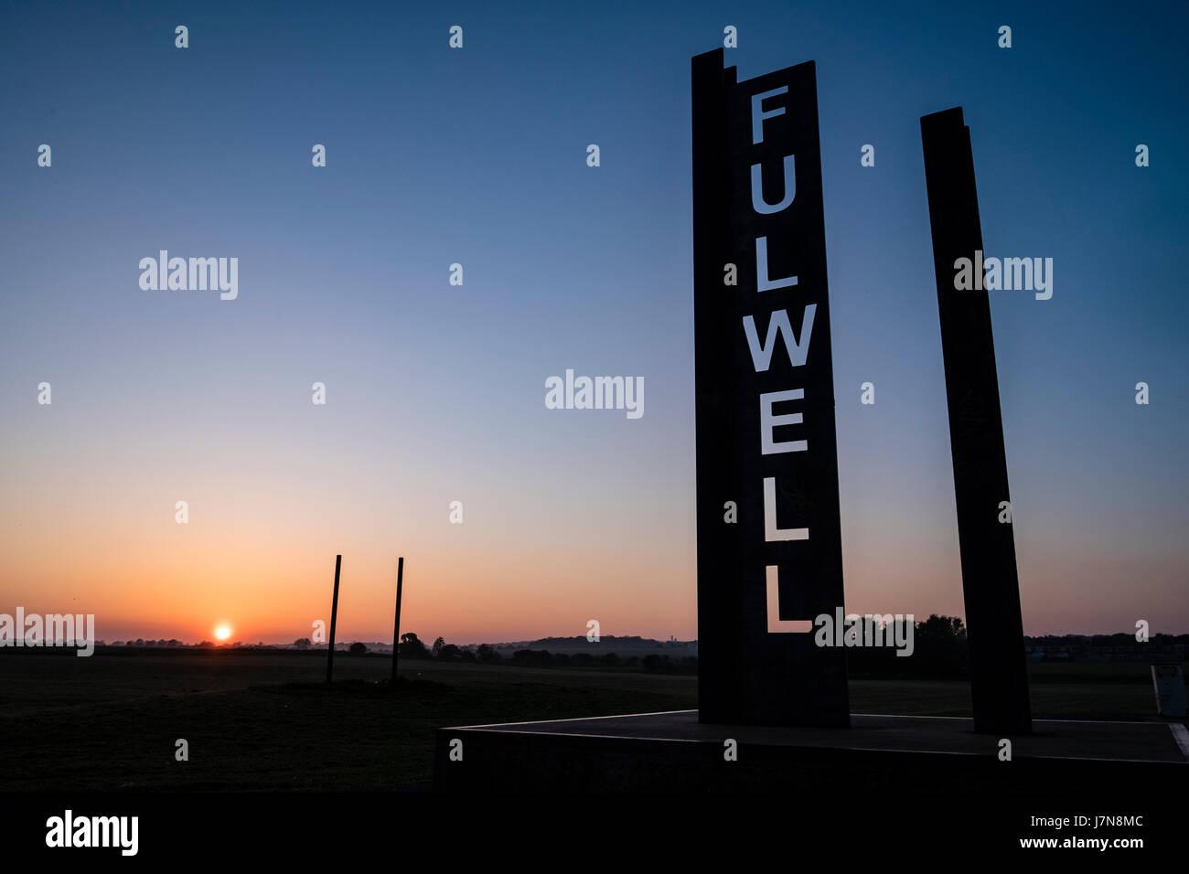 Sunderland, UK, 25th May 2017: The sun set like a fireball over Fulwell in Sunderland (C) Paul Swinney Credit: Paul - Stock Image