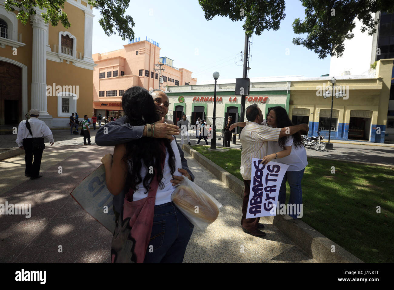 Valencia, Carabobo, Venezuela. 25th May, 2017. A group of friends started the campaign of a free hug, to face the - Stock Image