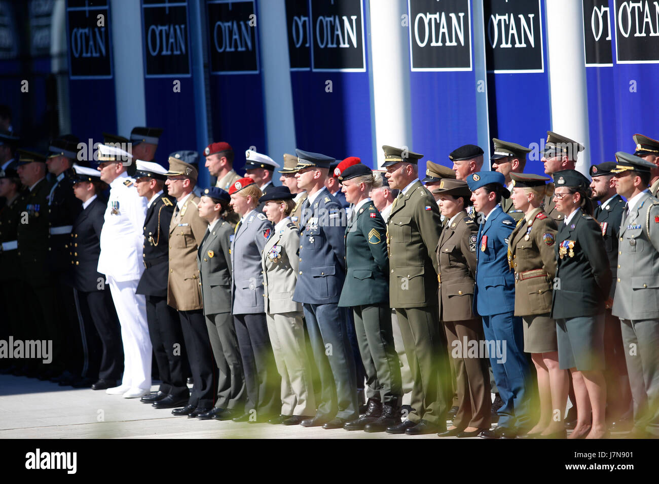 Brussels, Belgium. 25th May, 2017. Soldiers stand by at the handover ceremony of the new NATO headquarters during - Stock Image