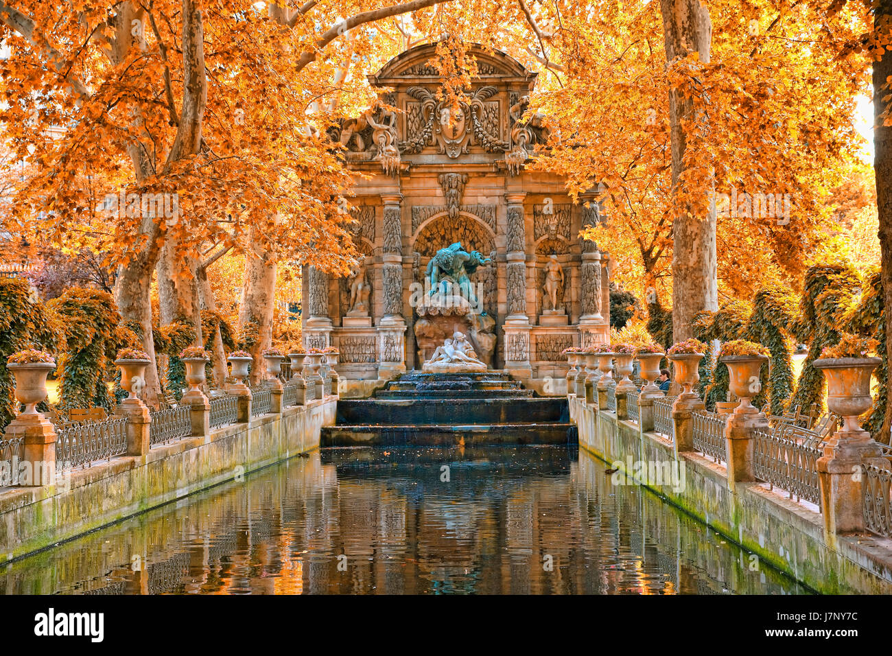 Image De Fontaine De Jardin fontaine medicis in jardin du luxembourg in paris stock