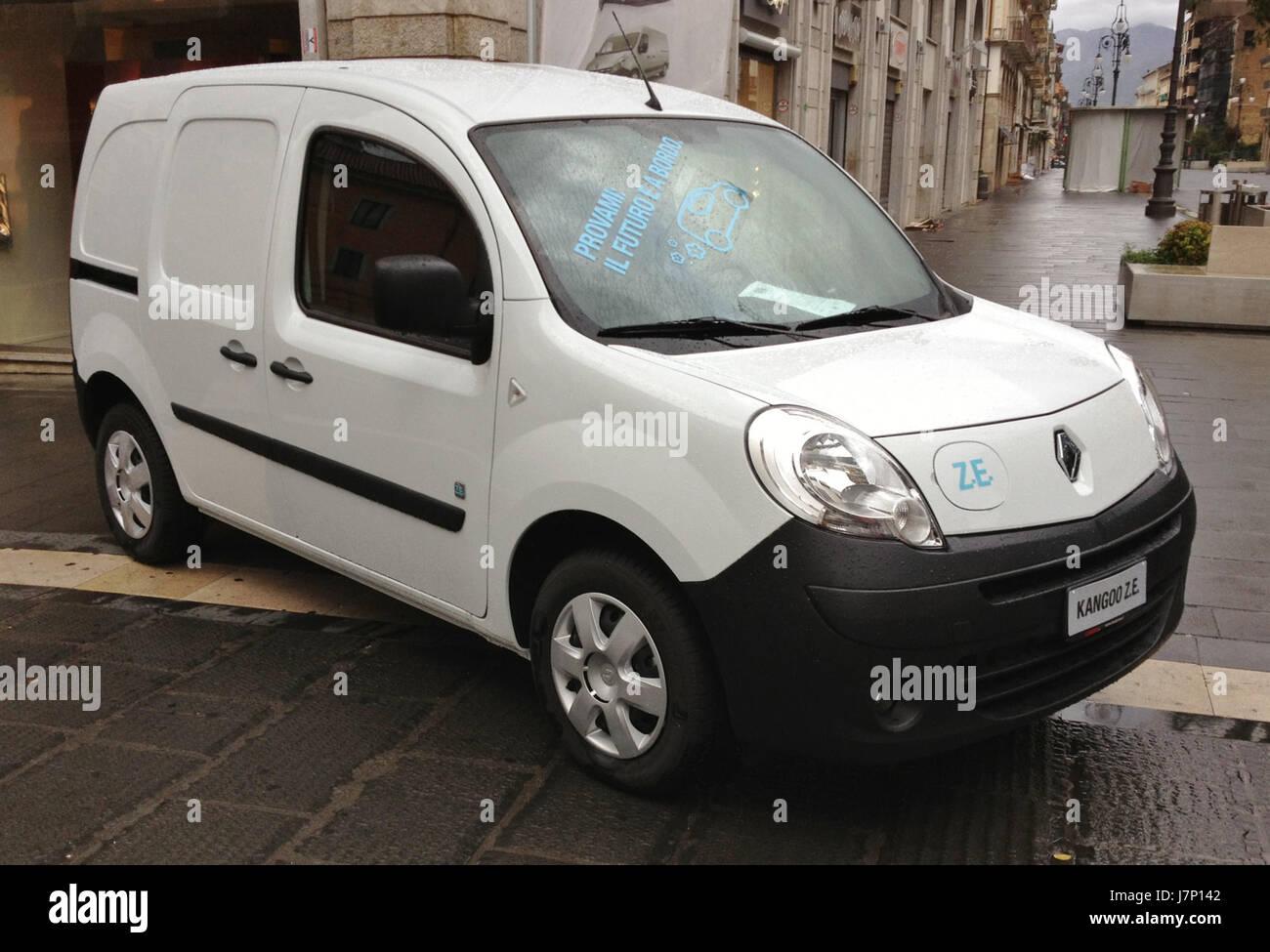 595b34eb65 Renault Kangoo Z E Stock Photos   Renault Kangoo Z E Stock Images ...