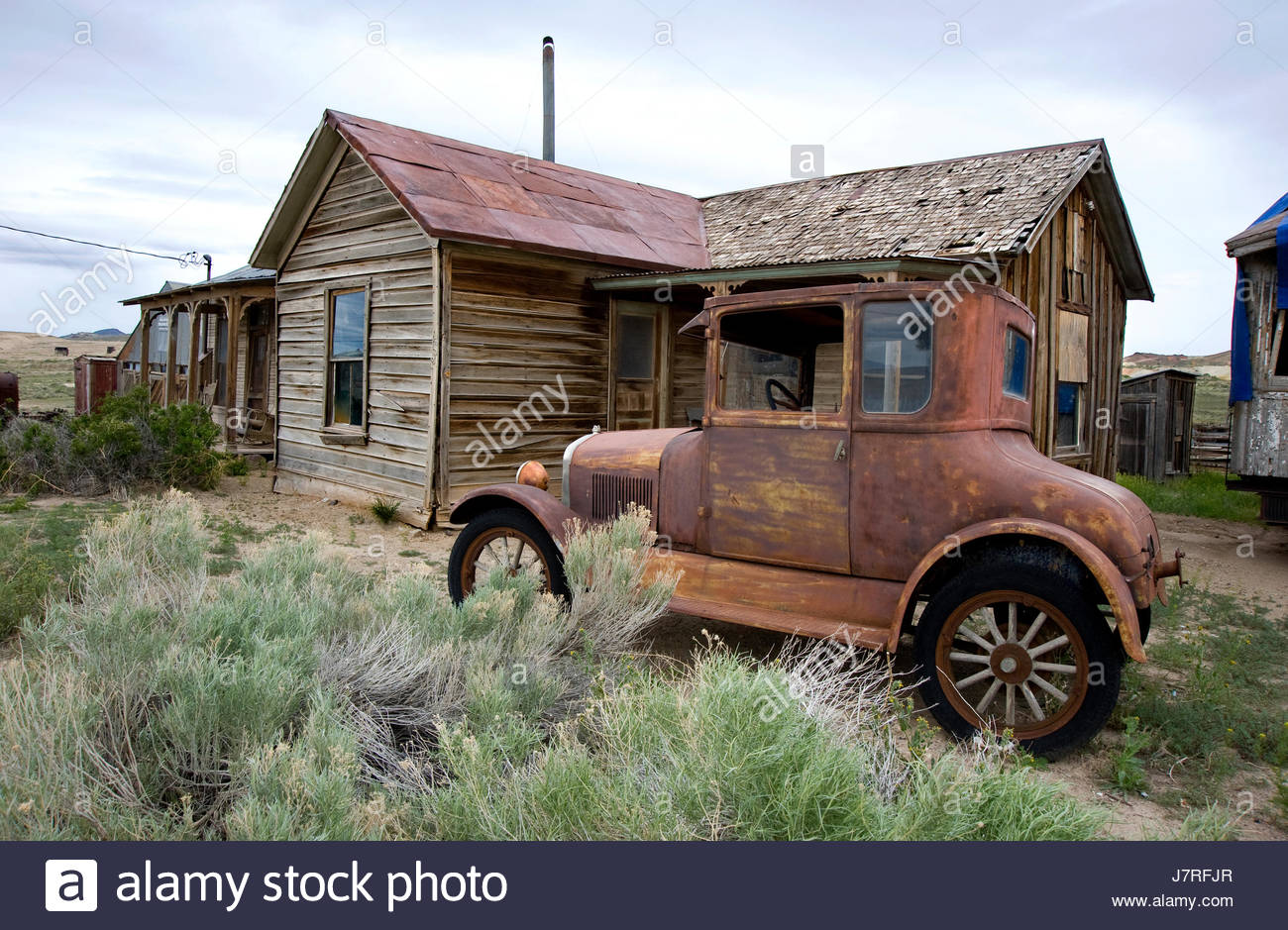 Antique car and old  abandoned building at ghost town of Goldfield, Nevada, USA - Stock Image