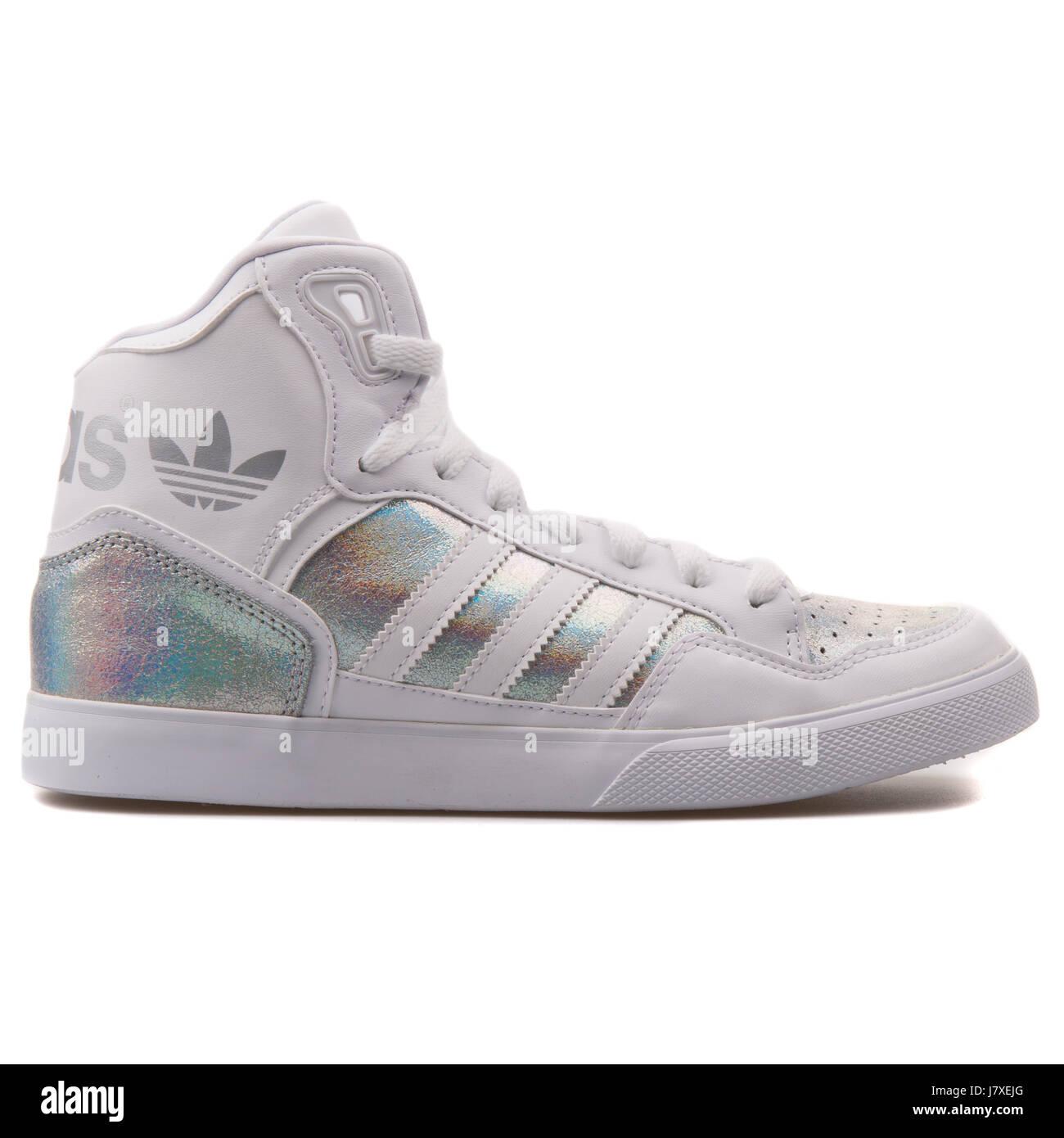 Adidas extaball W mujer blanco iridiscente con plata metálica