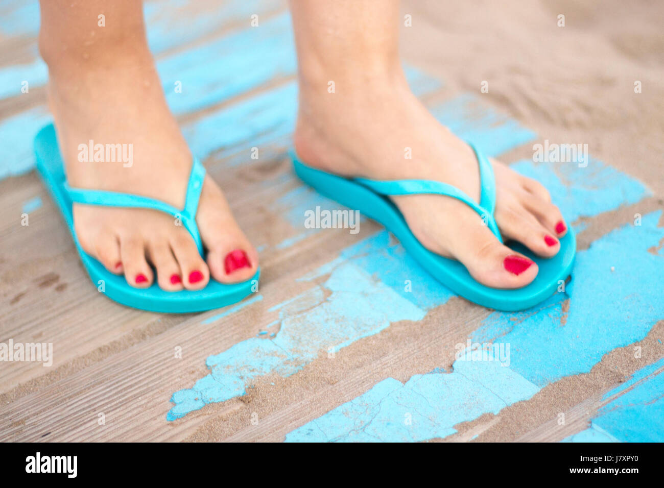Beach By The Sandals Nail Sandy Red With In Lady's Feet On Varnish qpLSzMGVU