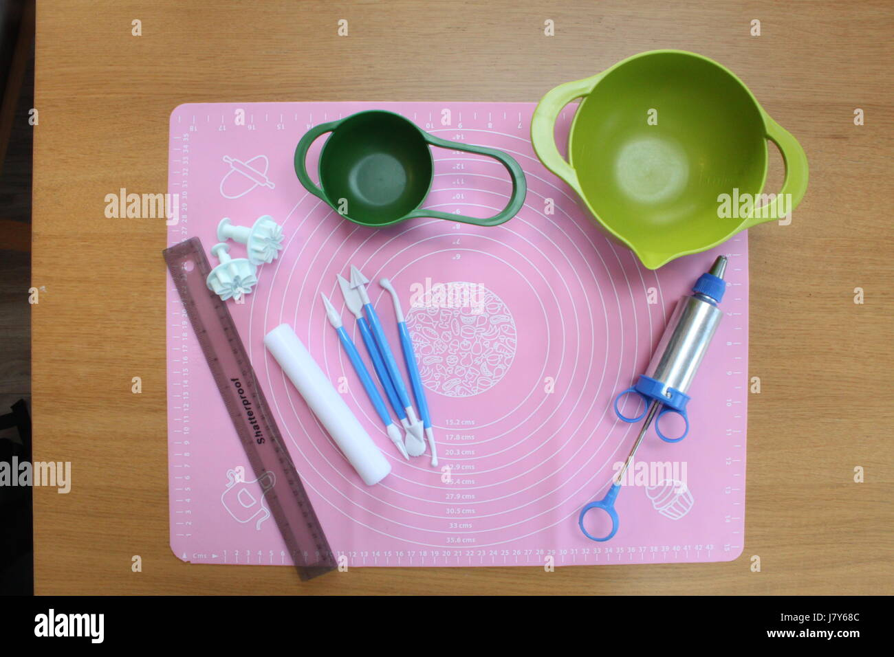 Overhead photo of cake decorating and icing equipment - Stock Image