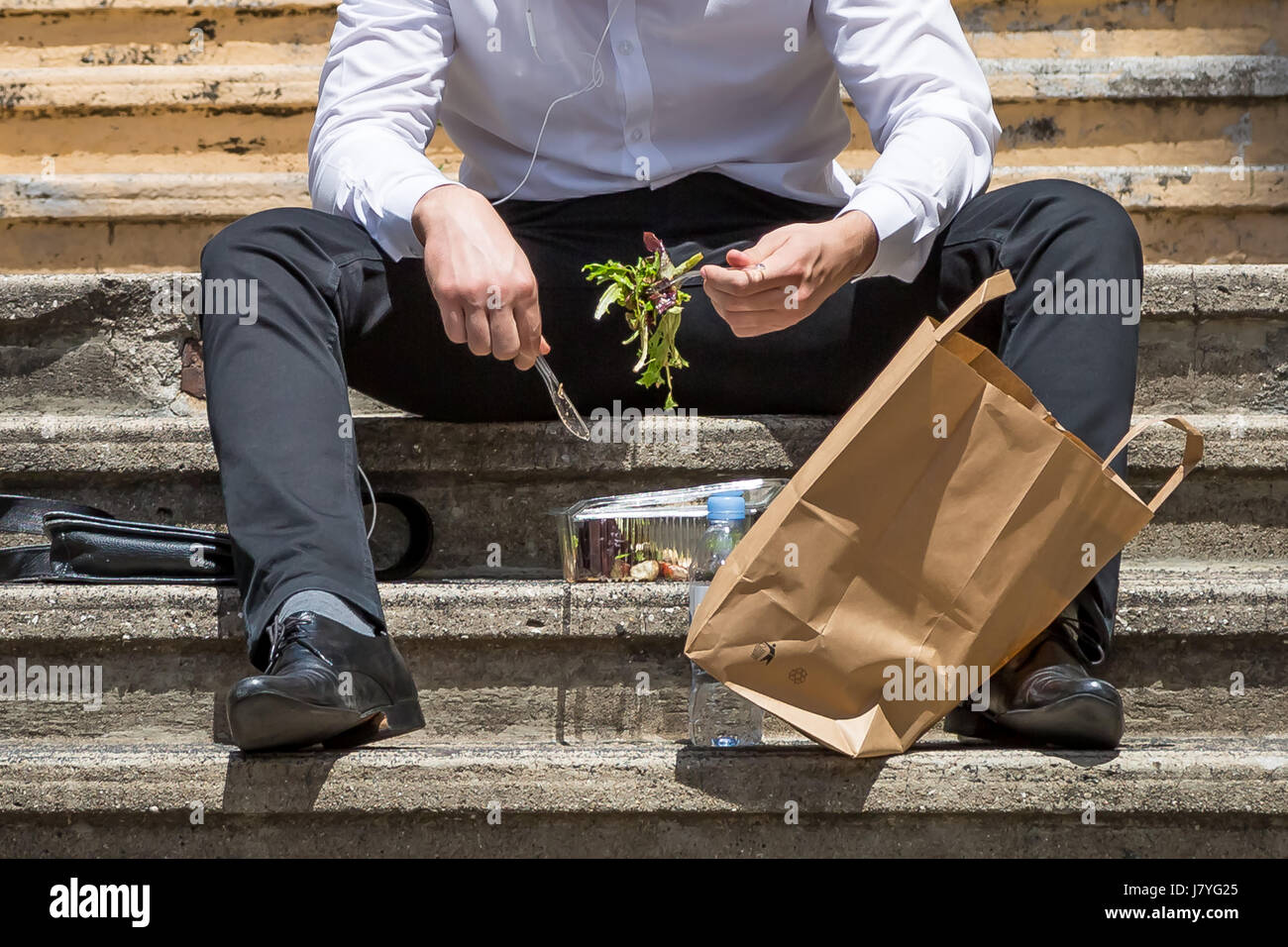 A city worker takes a lunch break. London, UK. - Stock Image