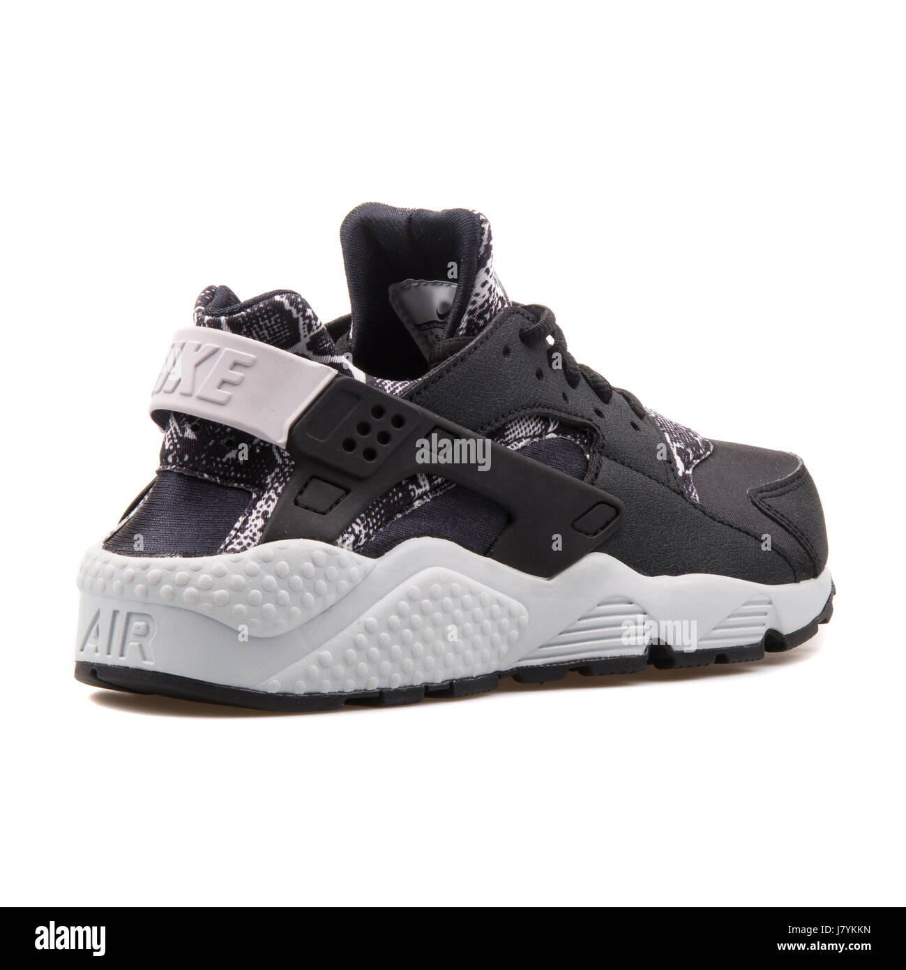 15ae0e320117 Nike WMNS Air Huarache Run Print Women s Black Running Sneakers - 725076-002