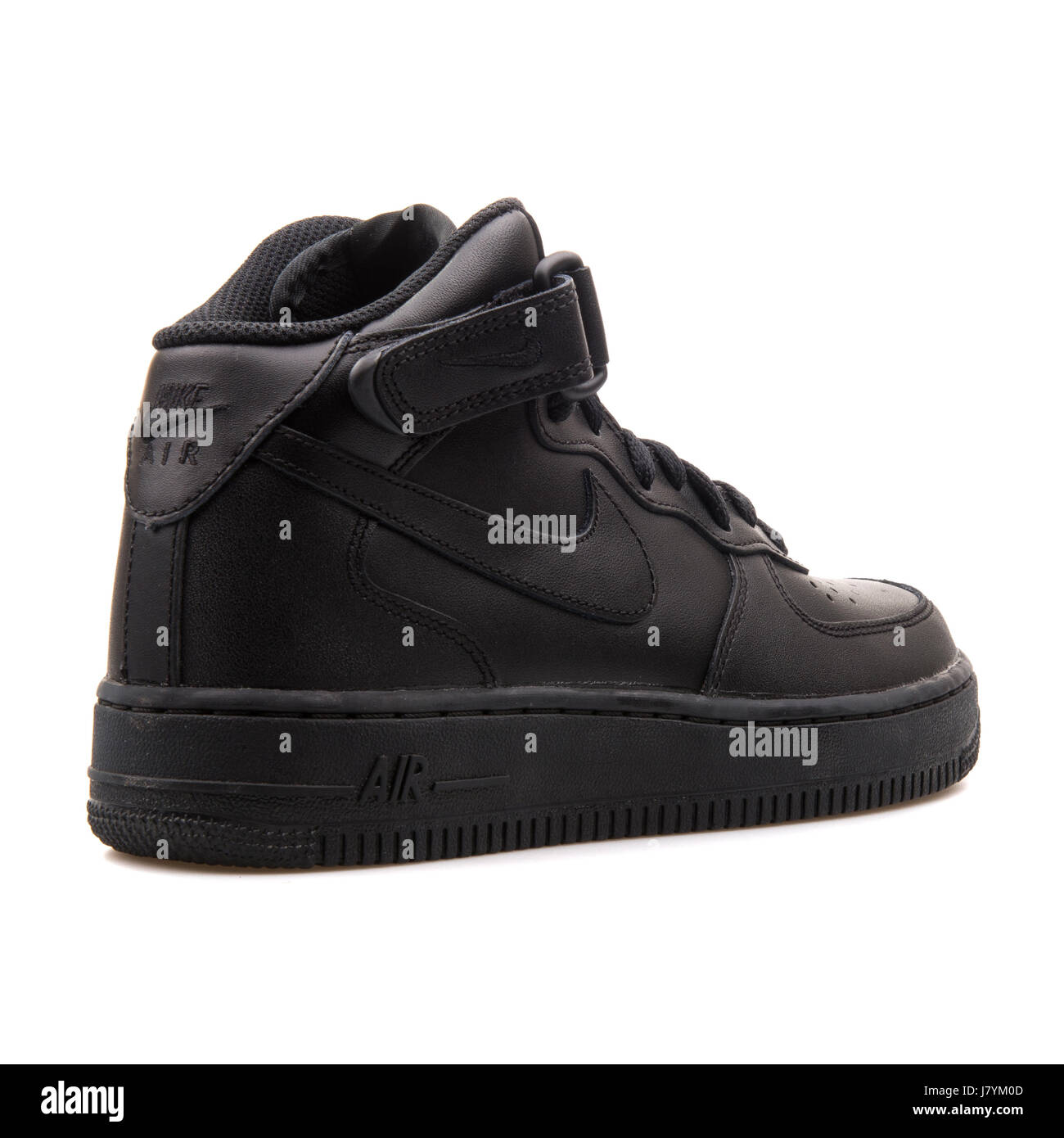 claro la carretera Bigote  Nike WMNS Air Force 1 Mid '07 LE Black Women's Sports Sneakers Stock Photo  - Alamy