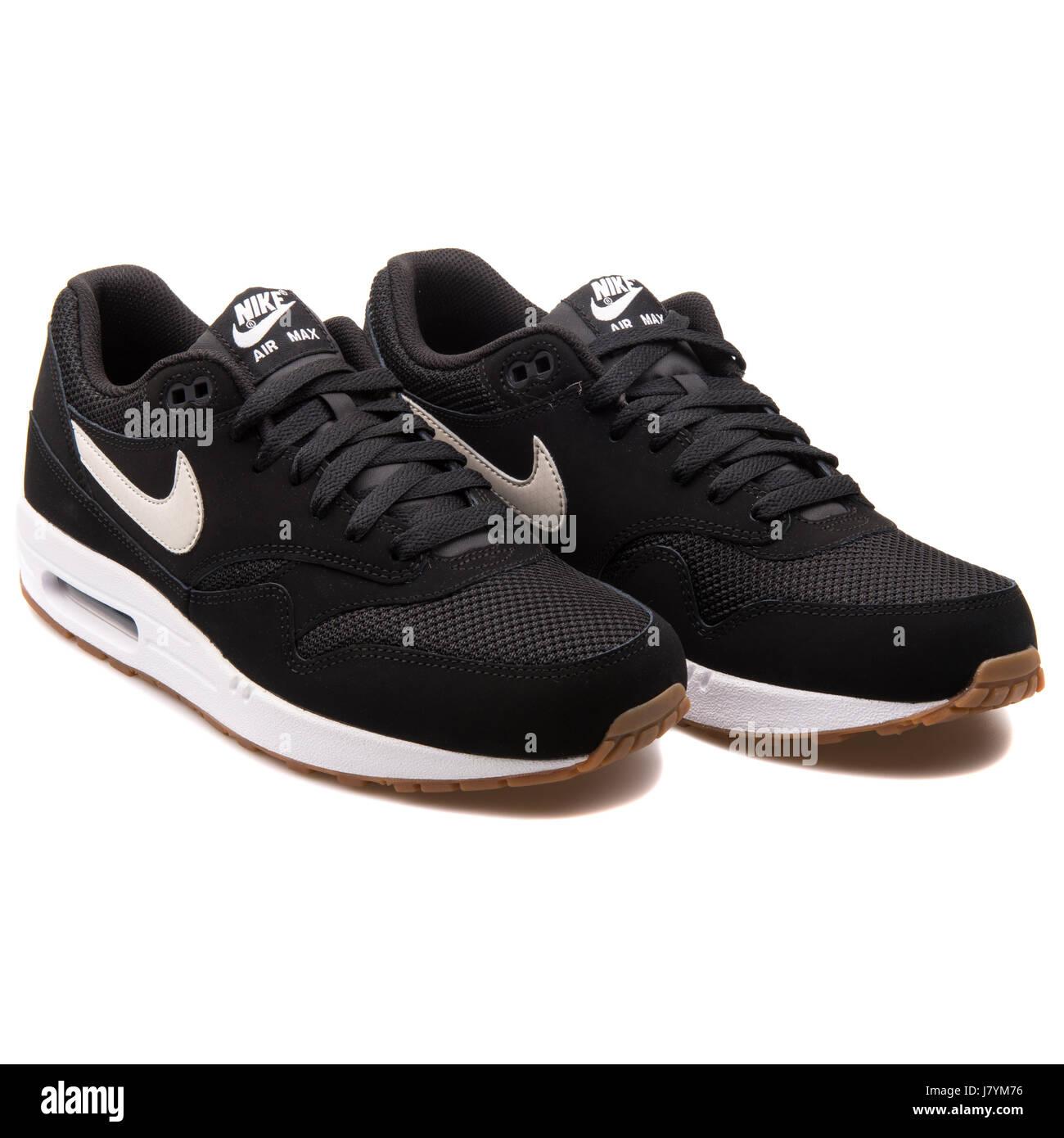 super popular 1341b 128e3 Nike Air Max 1 Essential Men s Black Sports Sneakers - 537383-026
