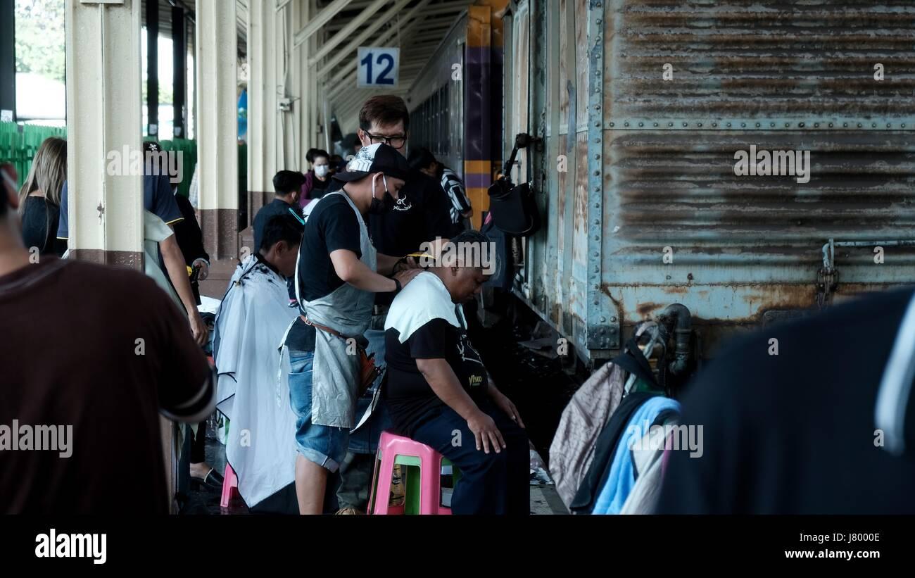 Outside Open Air Barber Shop on the Tracks At Hua Lamphong Bangkok Railway Station - Stock Image