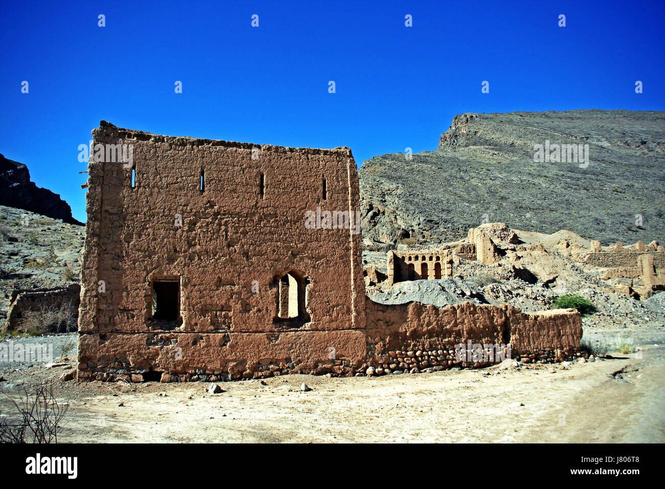 Ruined mud brick buildings, Tanuf, Oman - Stock Image