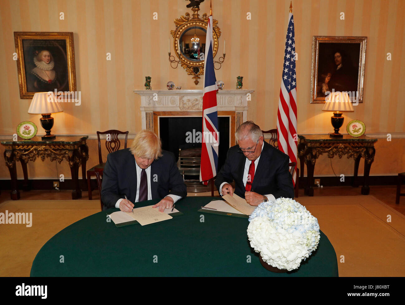 Foreign Secretary Boris Johnson and US Secretary of State Rex Tillerson write messages of condolence inside Carlton - Stock Image