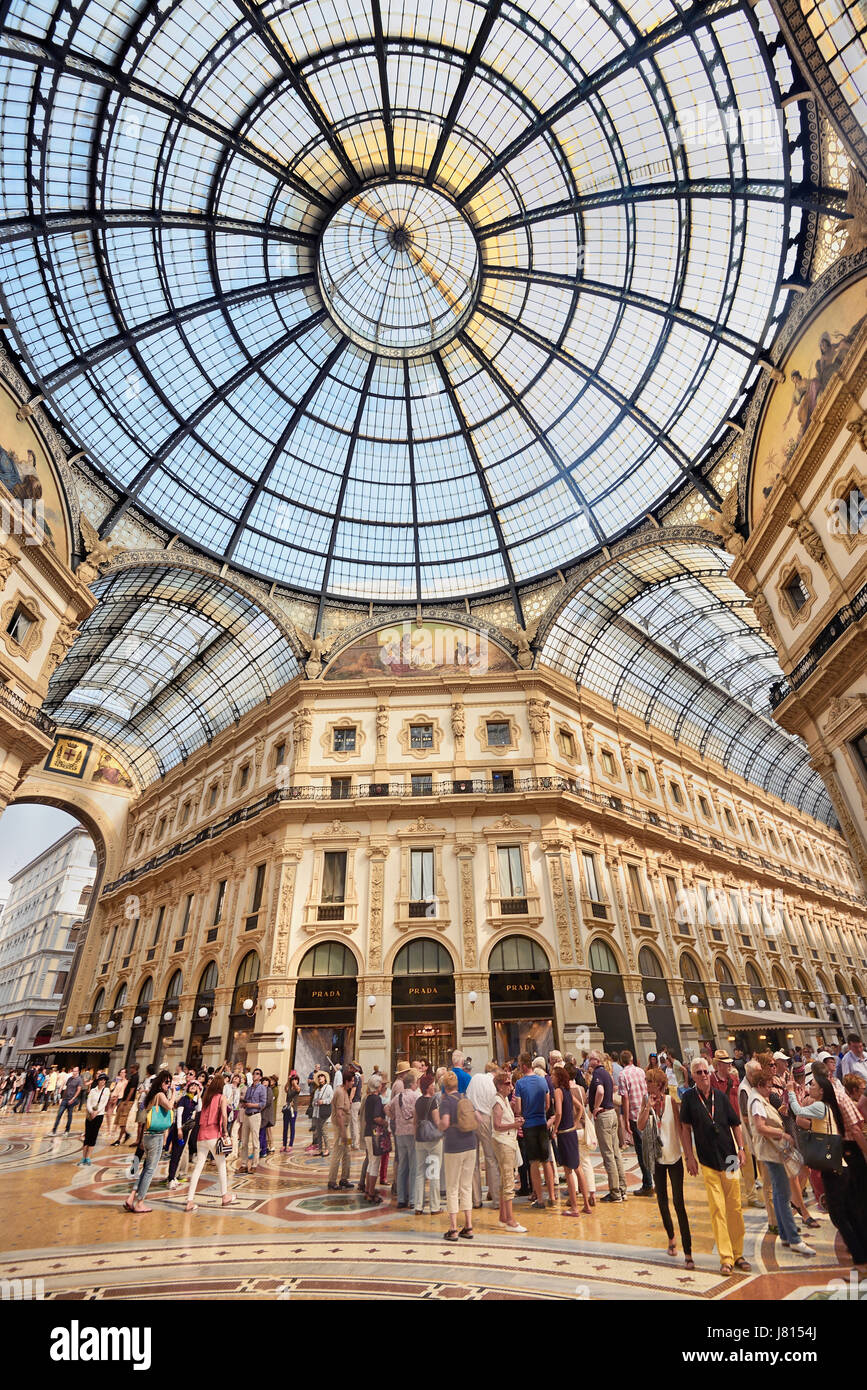 Italy, Lombardy, Milan. Galleria Vittorio Emanuele, View of the central area with the dome and tourists. - Stock Image