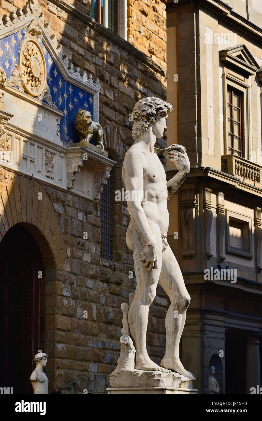 Italy, Tuscany, Florence, Piazza della Signoria, Replica of the famous David statue by Michelangelo with the Palazzo - Stock Image