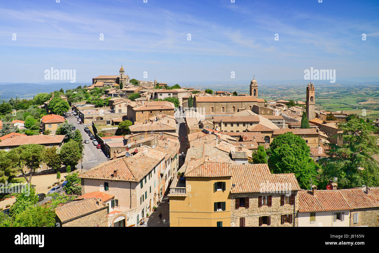 Italy, Tuscany, Val D'Orcia, Montalcino hill town seen from ramparts of the medieval towns fort La Fortezza. - Stock Image