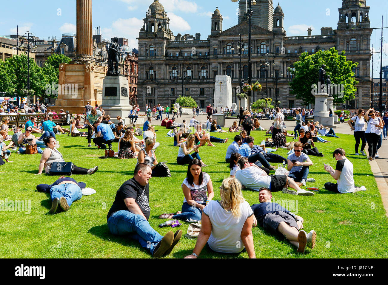 Glasgow, Scotland, UK. 26th May, 2017. As temperatures soar into the high 20 C's the people of Glasgow take - Stock Image