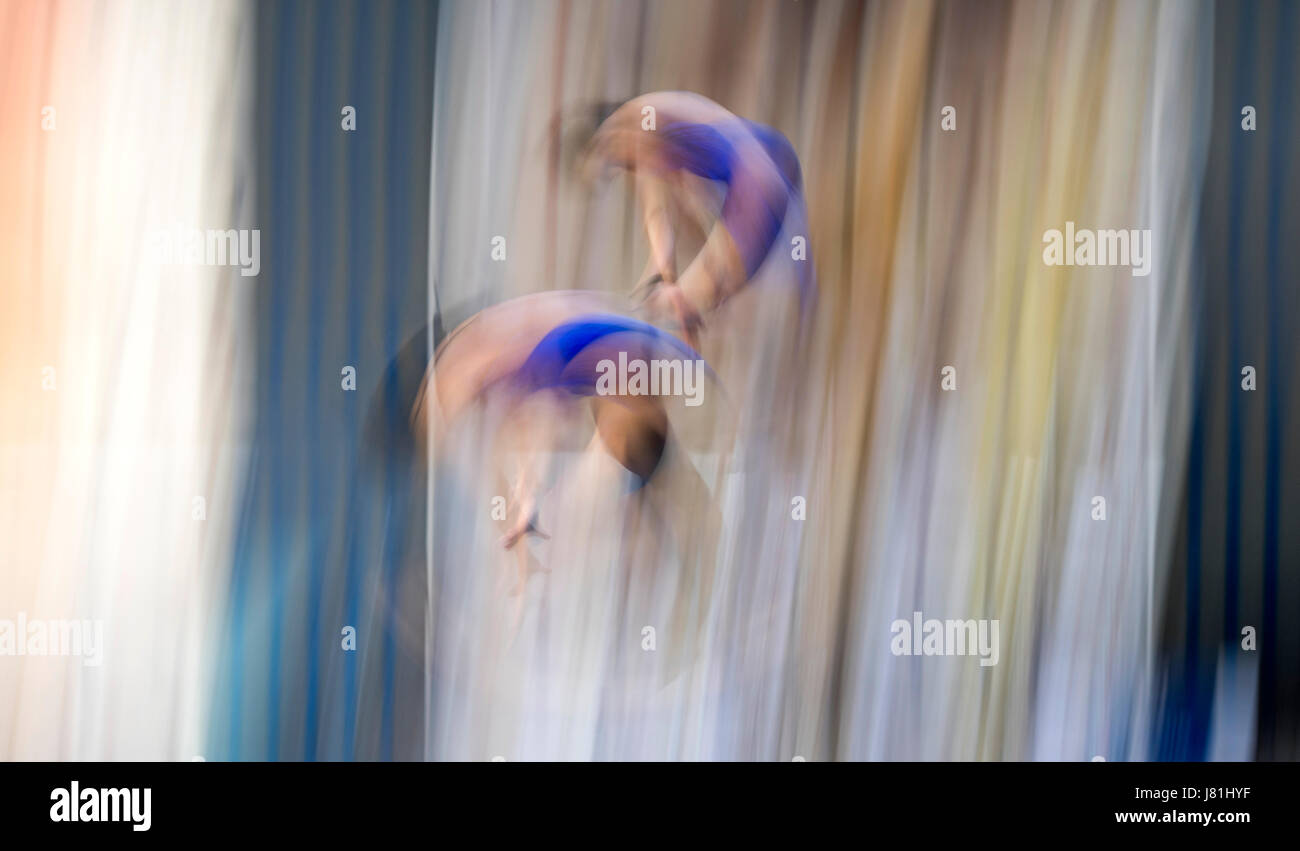 Madrid, Spain. Mexican dives during the final of Womens Synchro Plataform of 2017 FINA Diving Madrid Grand Prix - Stock Image