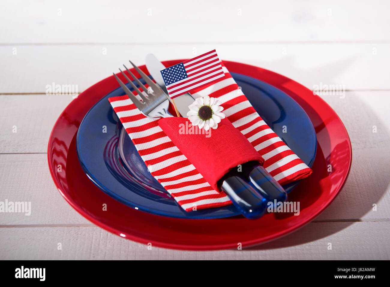 Beautiful blue red and white table setting - Stock Image