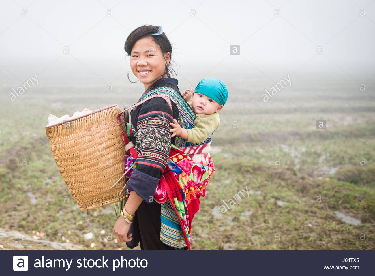 SAPA, VIETNAM - DEC 04: unidentified H'mong woman and child in Sa Pa, Vietnam December 04, 2012. Sapa is a mountain - Stock Image