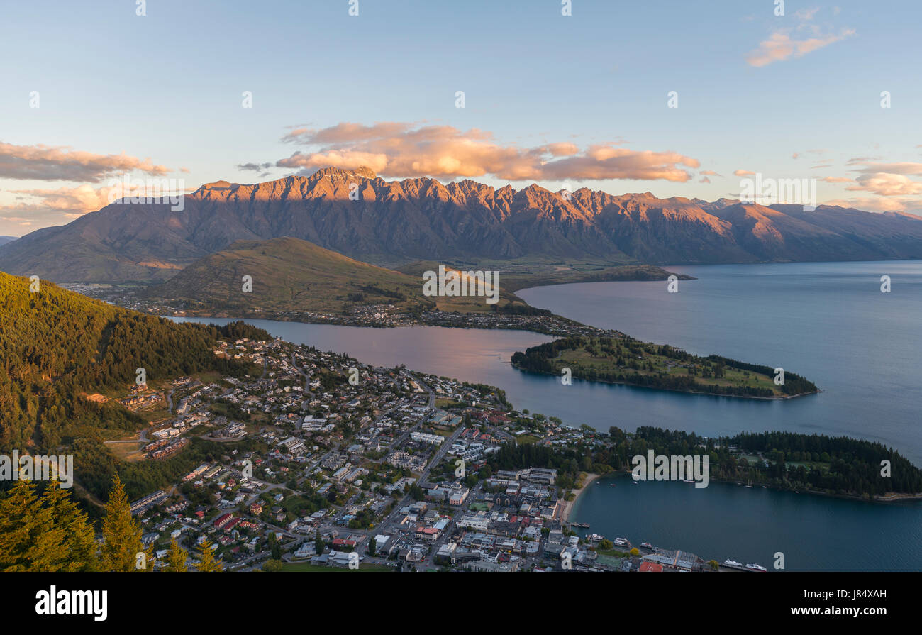 View of Lake Wakatipu and Queenstown at sunset, Ben Lomond Scenic Reserve, Mountain Range The Remarkables, Otago, - Stock Image