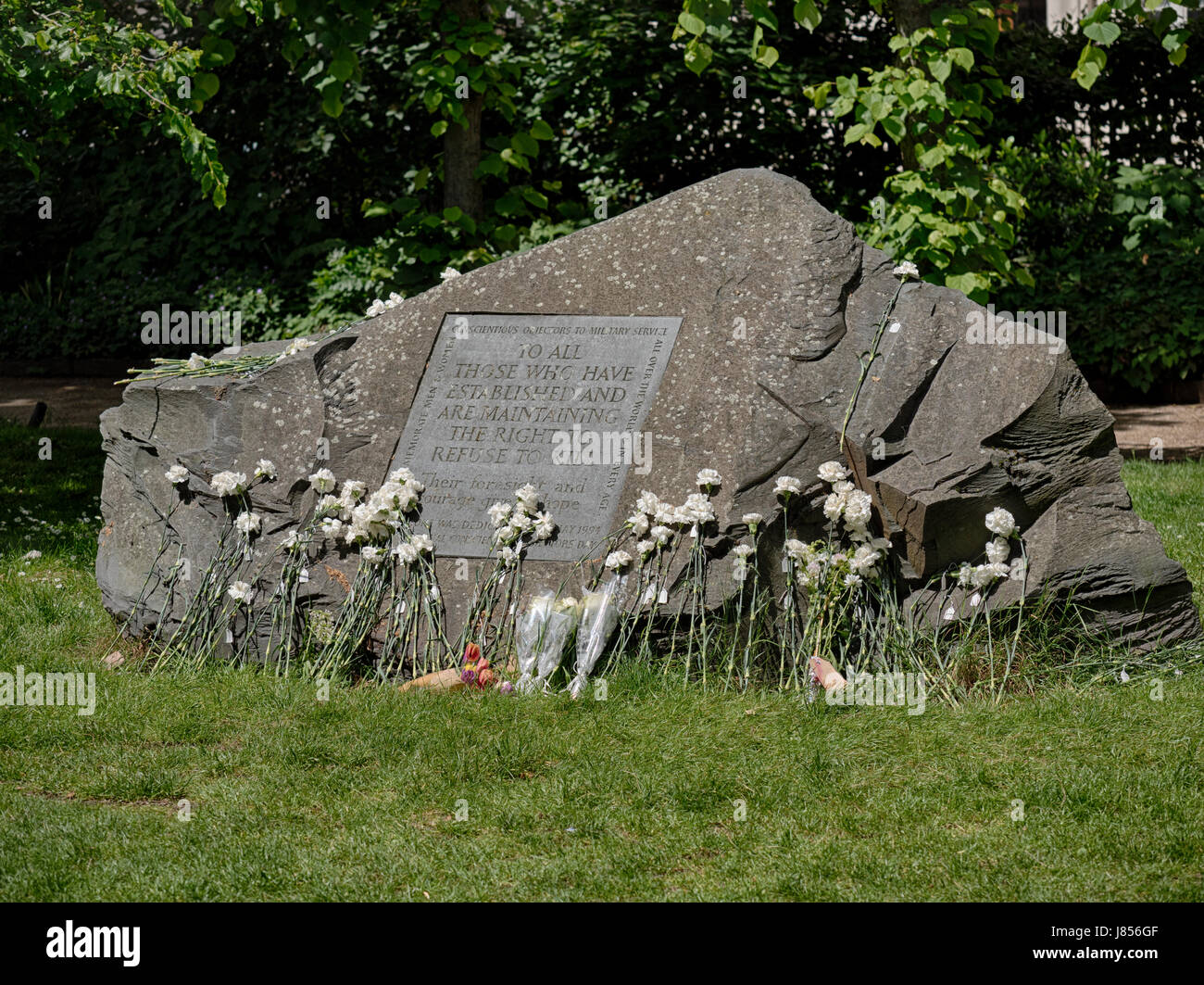 Conscientious Objectors Memorial Stone, Tavistock Square, London - Stock Image
