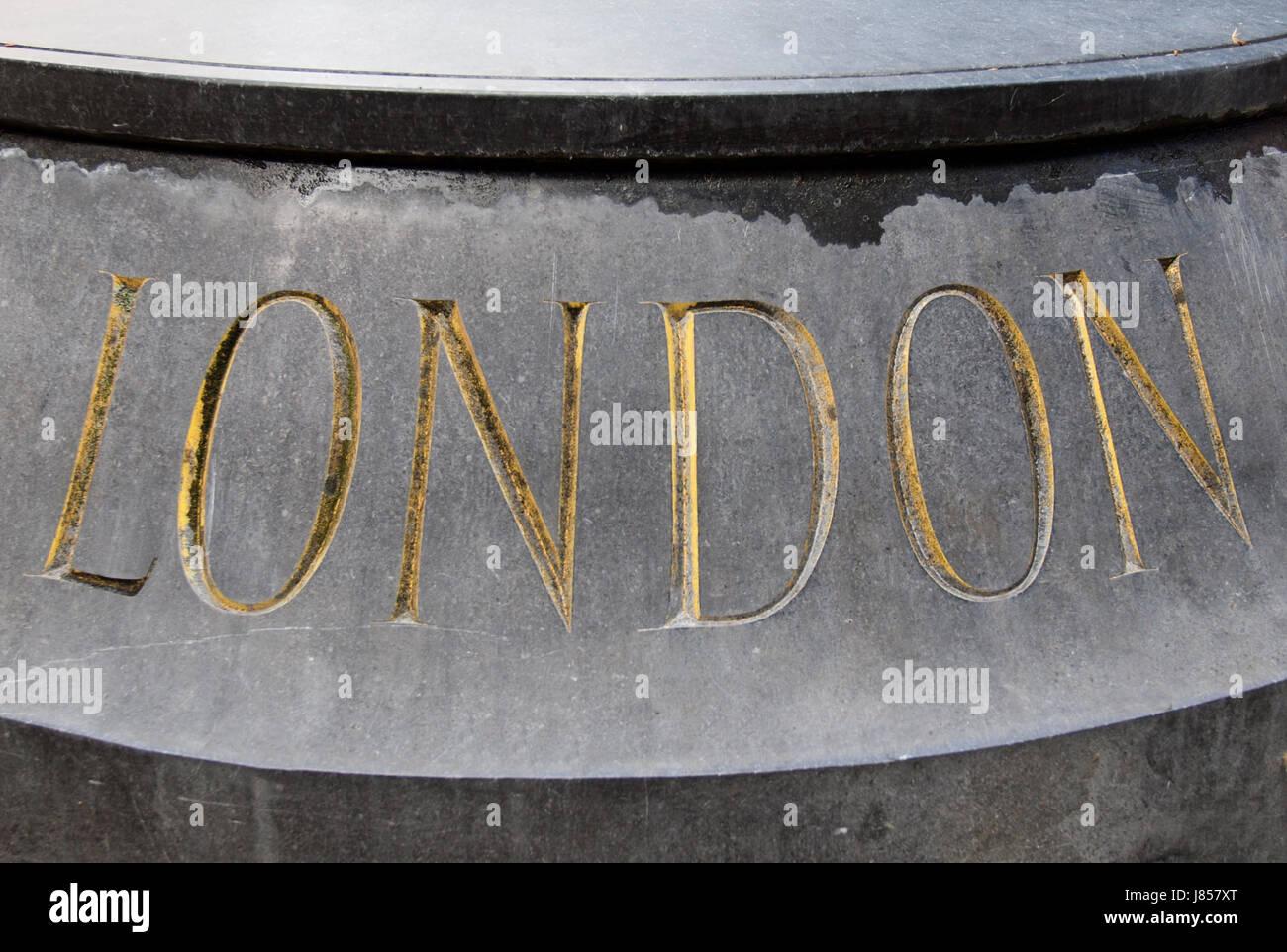 stone golden letters written london inscription united stone europe rock golden - Stock Image