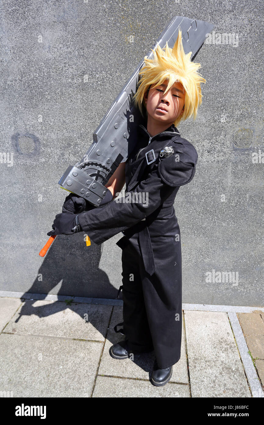 London, UK. 27th May, 2017. Cloud Strife from Final Fantasy at MCM London Comic Con 2017 day two at Excel, London - Stock Image