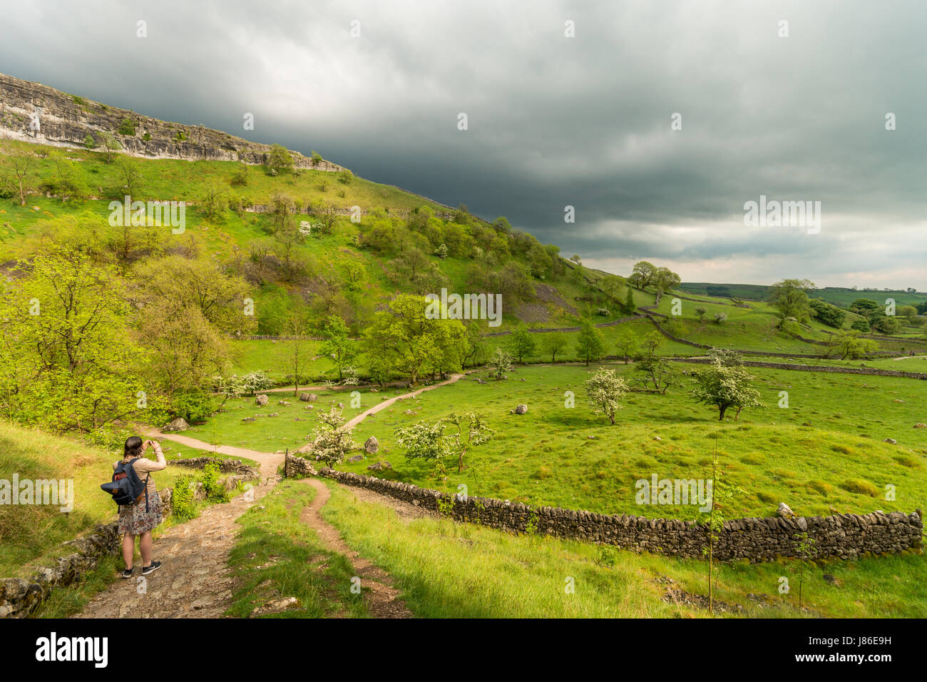 Malham Cove, North Yorkshire, UK.  27th May 2017. The heatwave across the UK has gave way to thunder and lightening Stock Photo