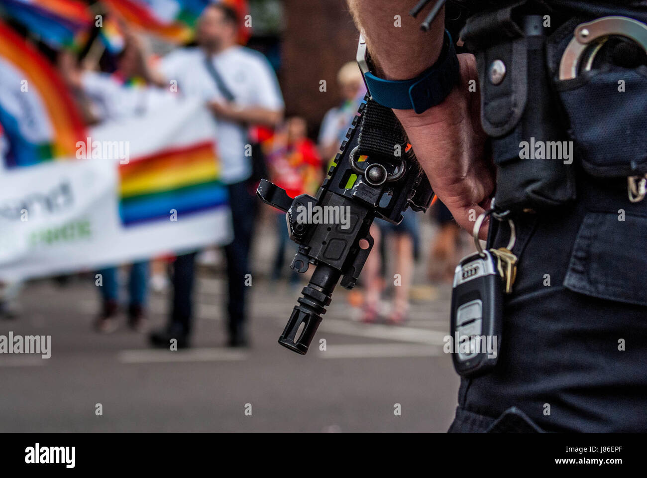 Birmingham, United Kingdom. 27th May 2017.  Armed police patrol the streets amid hightened security in the wake - Stock Image