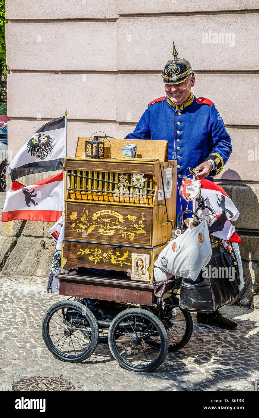 What a nostalgic encounter with a Berlin street musician in Prussian military uniform in front of the German Historical - Stock Image