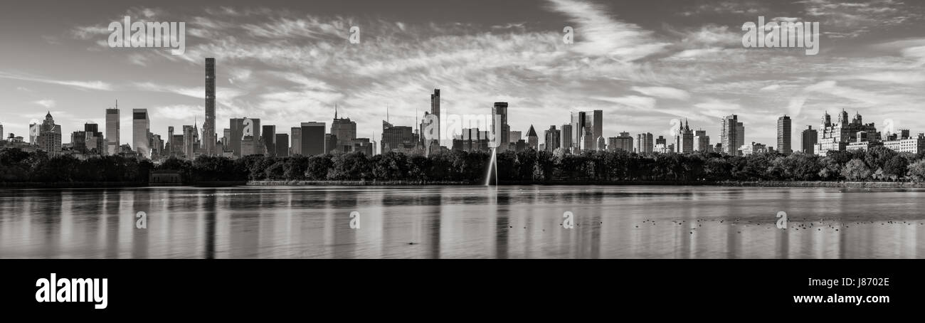 Morning panoramic view of Midtown Manhattan skyscrapers and the Central Park Reservoir in Black & White. New - Stock Image