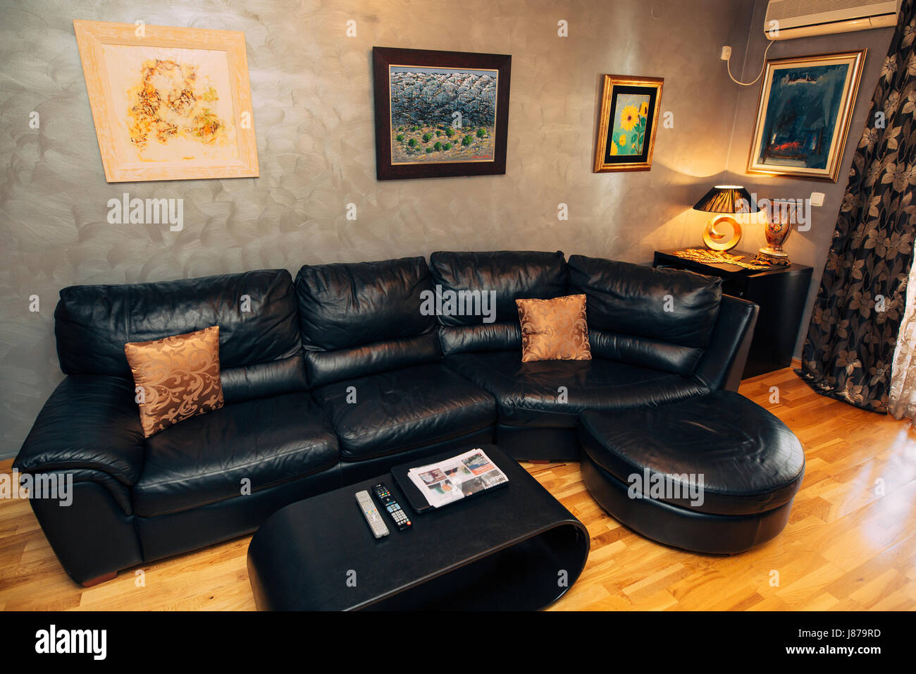 Astonishing Black Leather Sofa In The Apartment Interior Living Room Beatyapartments Chair Design Images Beatyapartmentscom