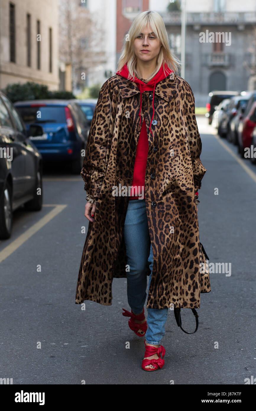 Linda Tol before Dolce & Gabbana fashion show during Milan Fashion Week FW17 - Stock Image