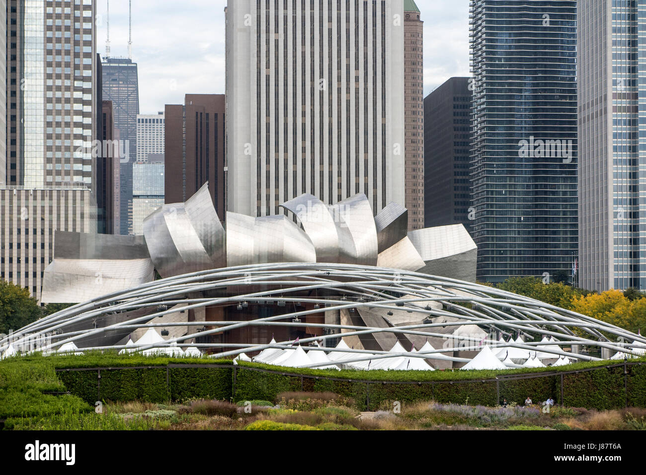 Scenic view of modern architecture and Harris Auditorium Chicago USA - Stock Image