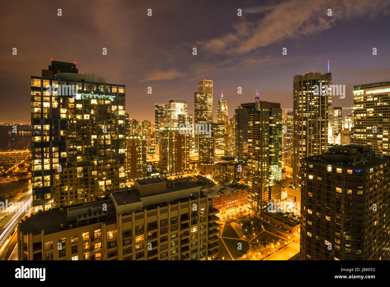 Night scenic of Chicago buildings from Lakeshore view USA - Stock Image