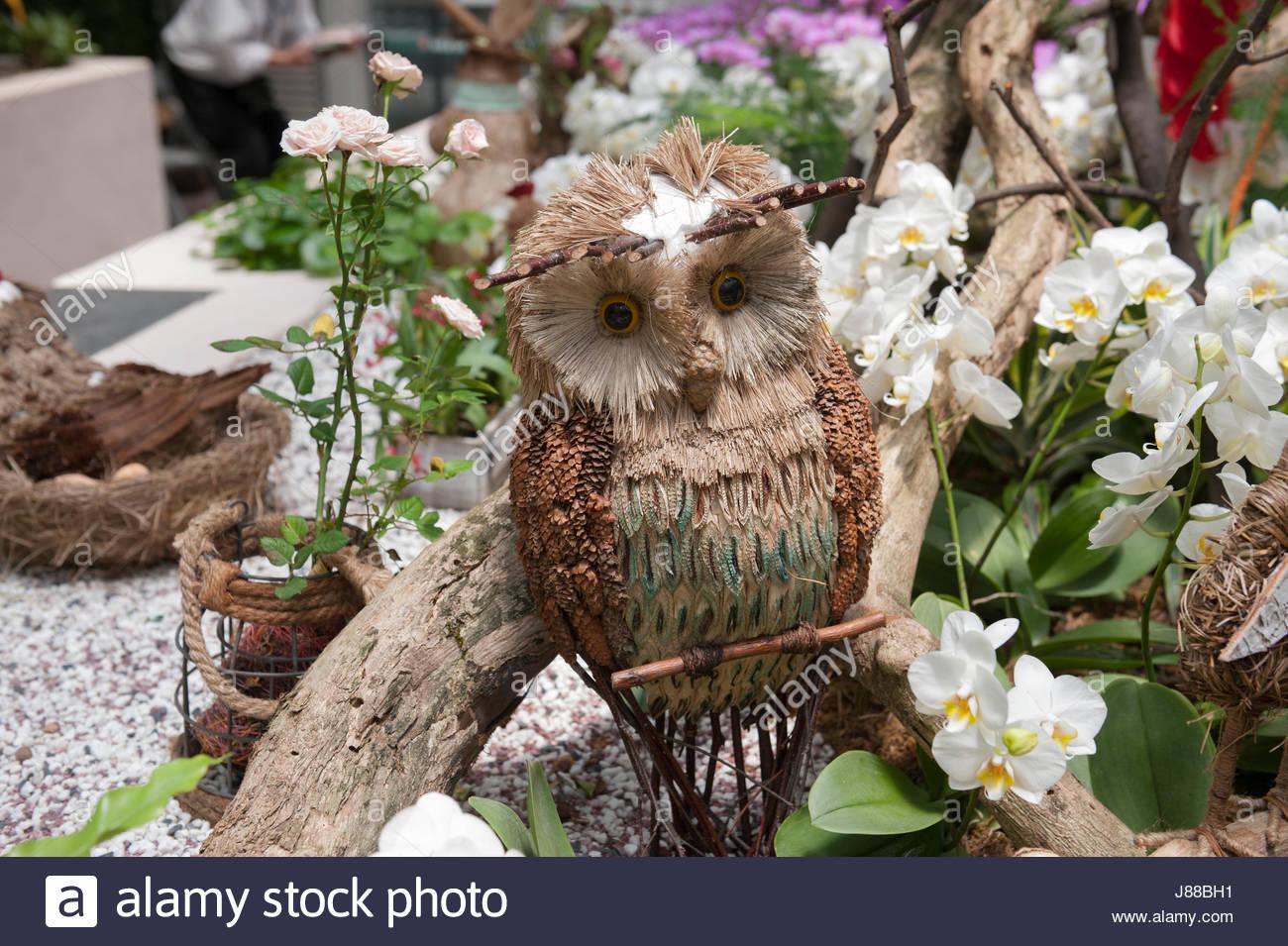 Hong Kong Botanical Gardens Garden feature. Wooden owl on a perch ...