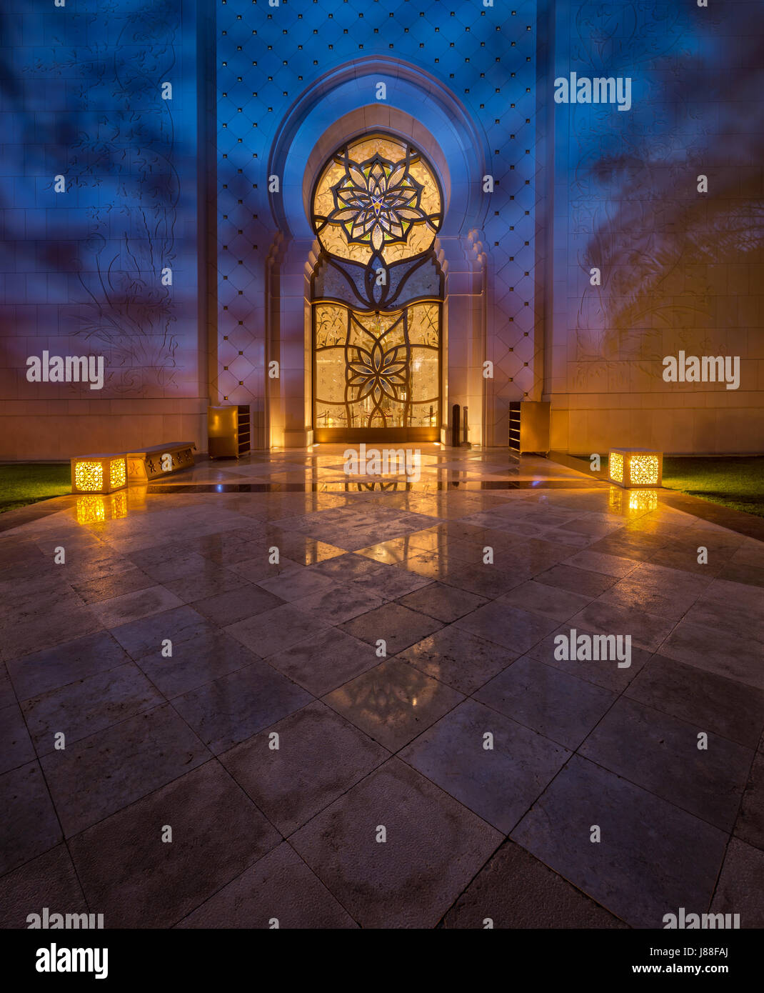 Sheikh Zayed mosque in abudhabi Luxury Islamic Door  with the reflection on marbles - Stock Image