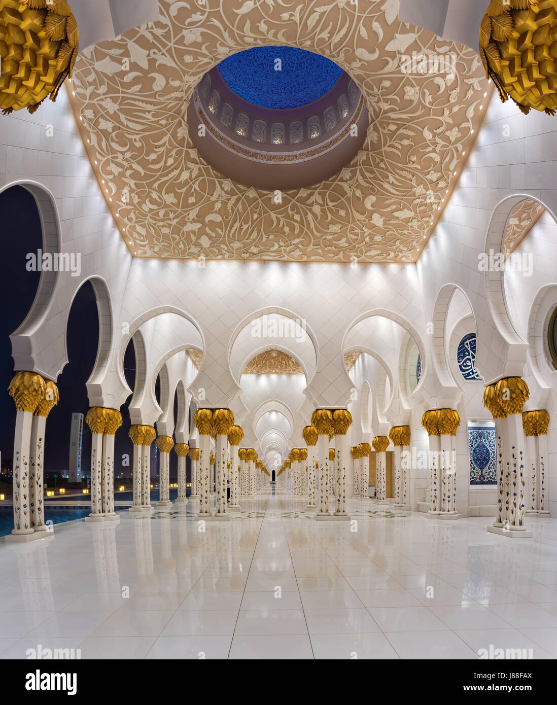 Sheikh Zayed Mosque the 3rd largest mosque in the world - Stock Image