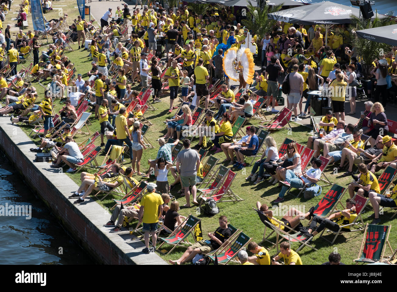 Berlin, Germany - may 27, 2017: BVB Fans / Borussia Dortmund Fans at riverside in Berlin on the day of the DFB-Pokal - Stock Image