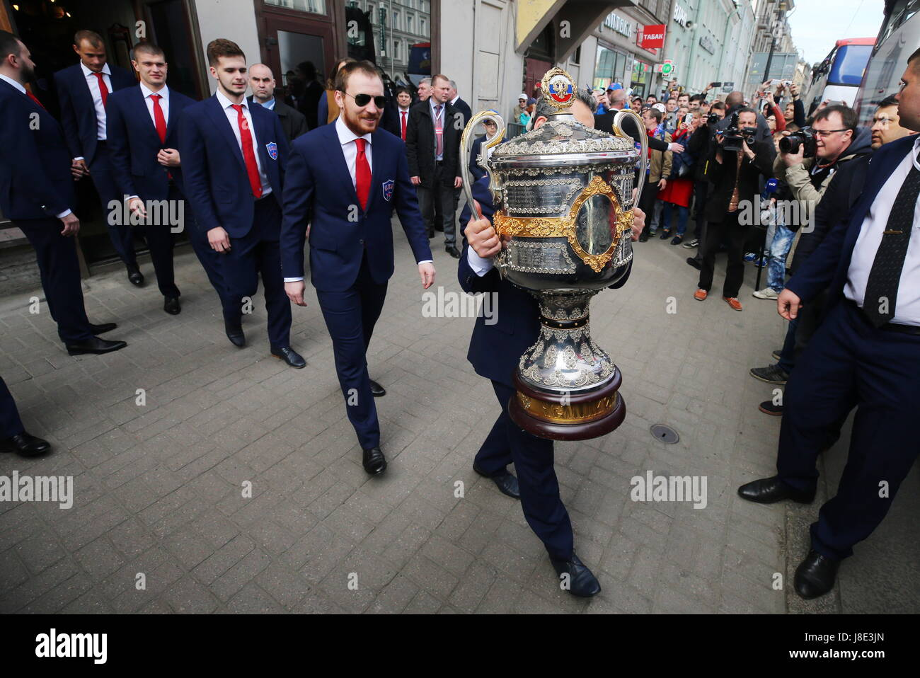 St Petersburg, Russia. 28th May, 2017. HC SKA St Petersburg hold the champion's parade as they celebrate winning - Stock Image