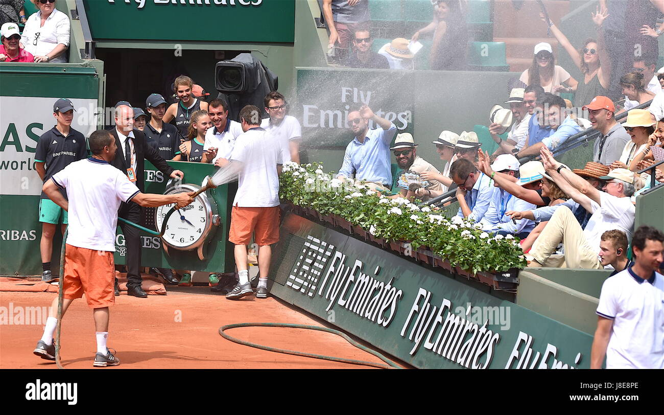 Tennis, Paris, 28.05.2017, Roland Garros, first turn French Open 2017, strong warm on Roland Garros  Photo: Cronos/Frederic - Stock Image