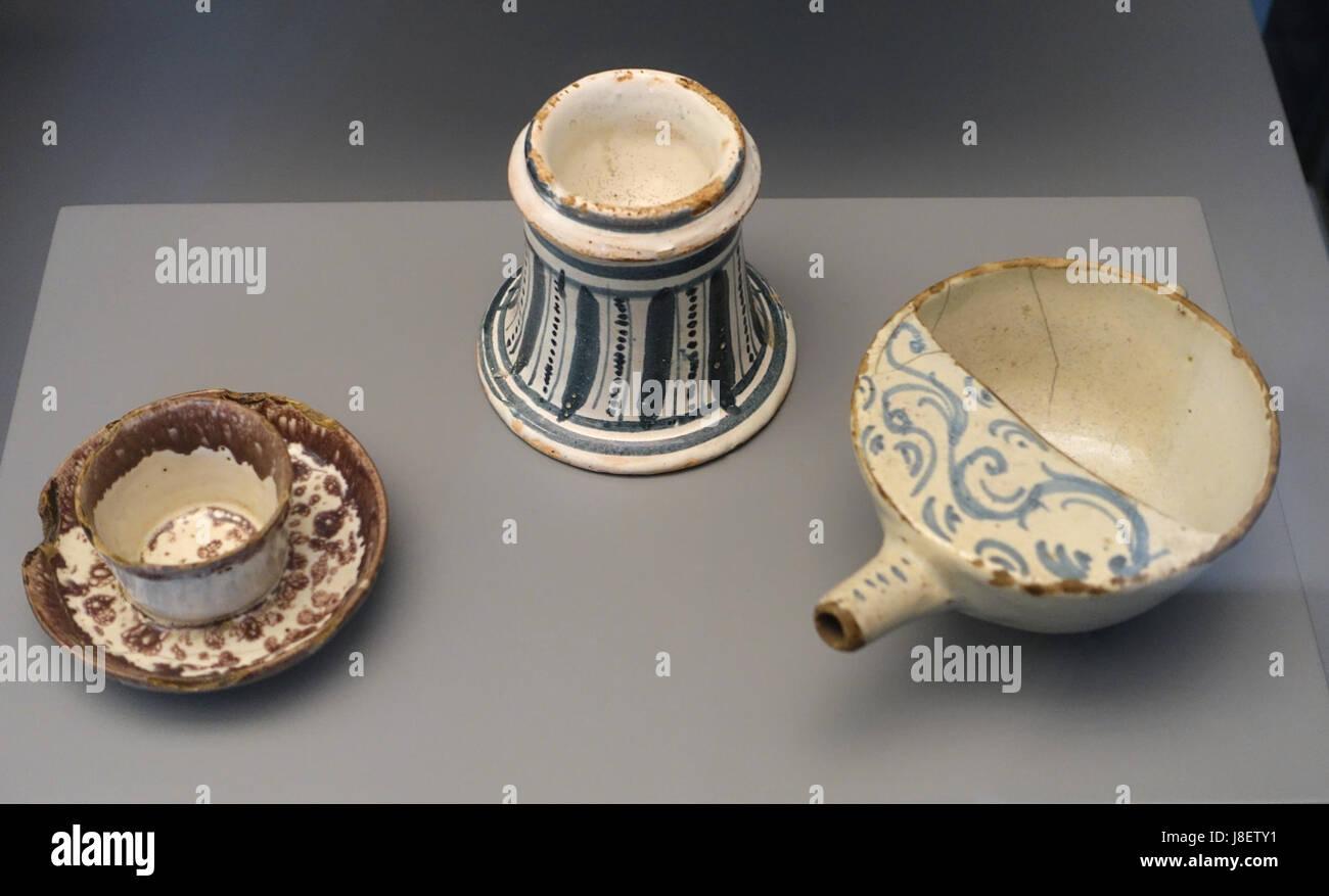 Mancerina and salt cellar (late 18th to early 19th century) pistero (17th century) Teruel Spain ceramic Museo Nacional de Artes Decorativas Madrid ... & Mancerina and salt cellar (late 18th to early 19th century) pistero ...