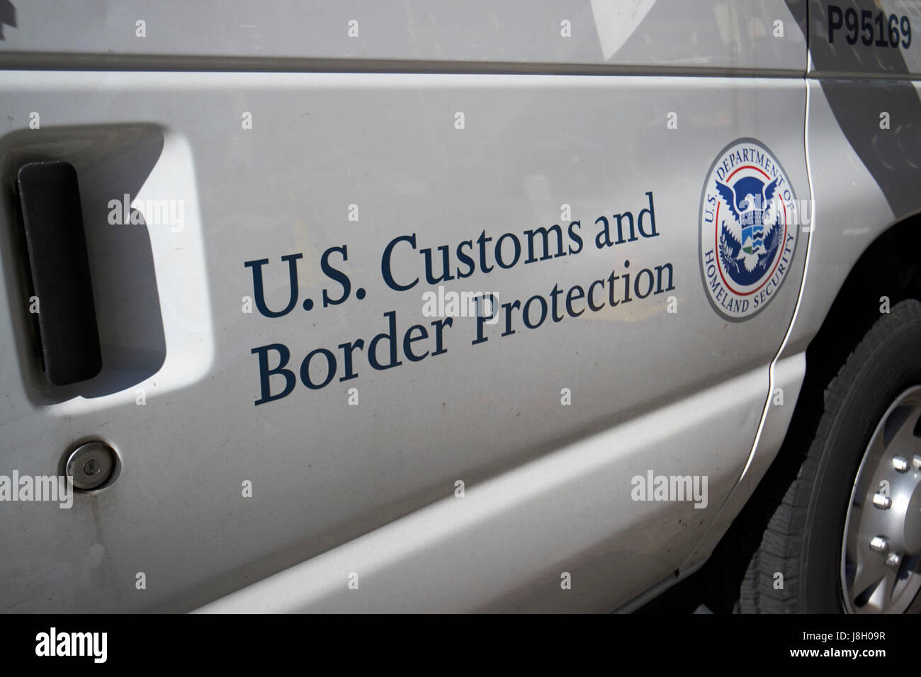 department of homeland security u.s. customs and border protection service vehicle crest and logo New York City - Stock Image