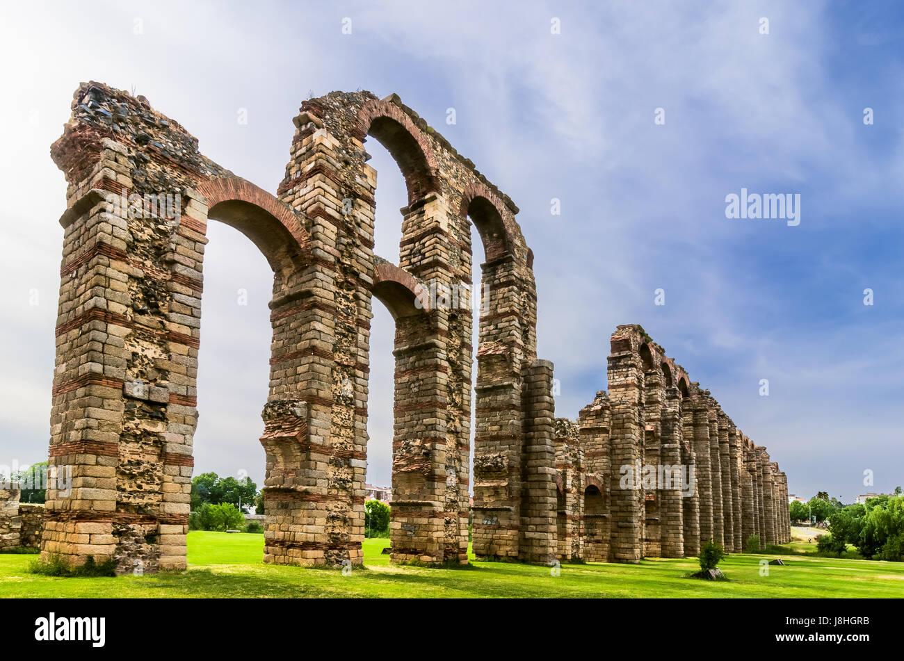 Acueducto de los Milagros or Miraculous Aqueduct in Mérida, Extremadura, Spain - Stock Image