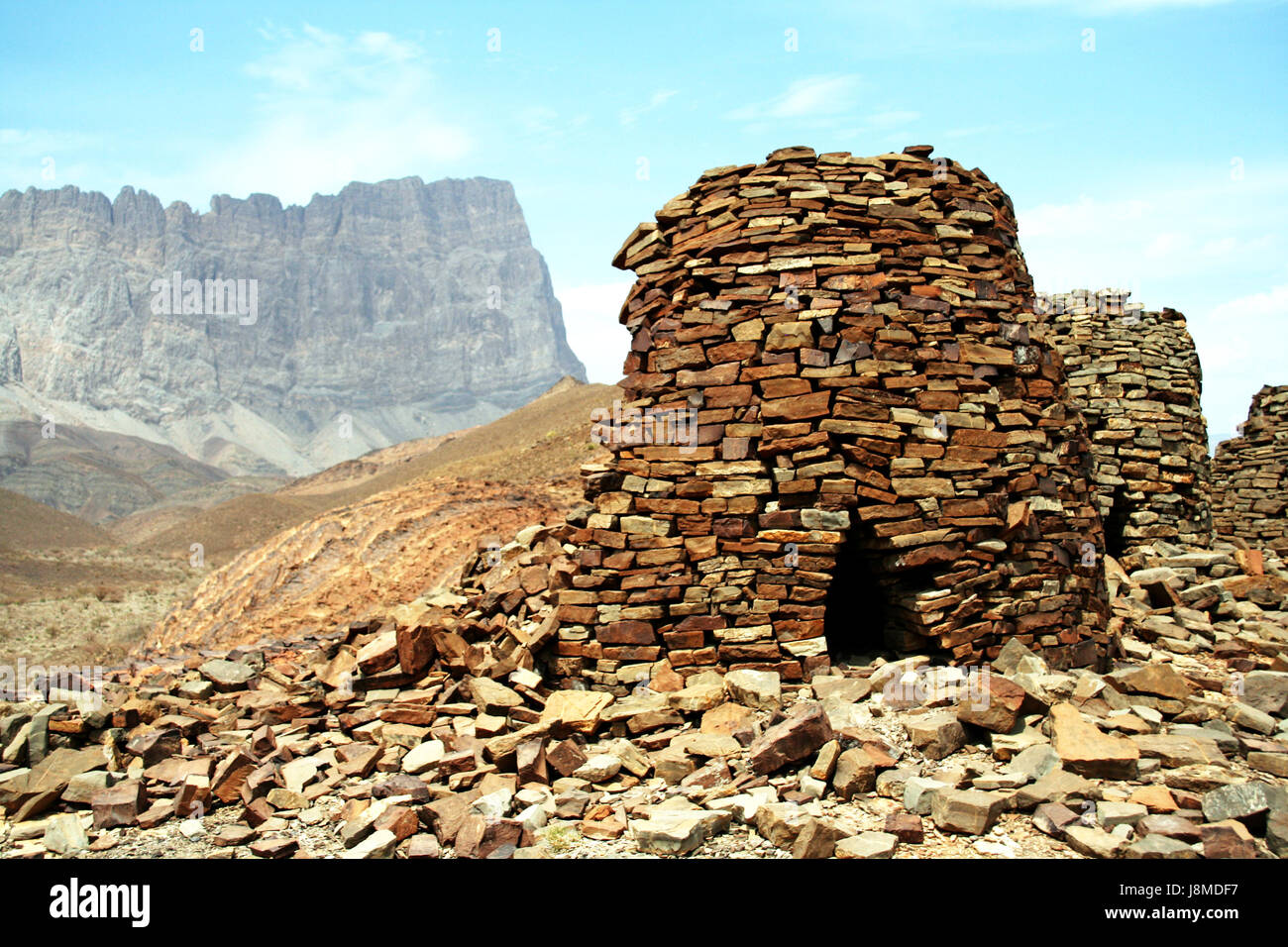 Beehive tombs, Al Ayn, Oman, with Jebel Misht in background - Stock Image