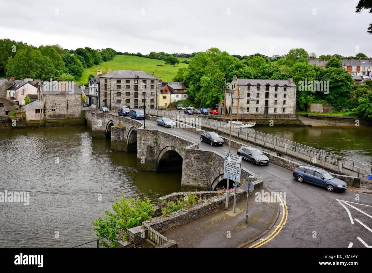 Cardigan (Welsh: Aberteifi,) Ceredigion (formerly Cardiganshire) Wales. Bridge across the River Teifi - Stock Image
