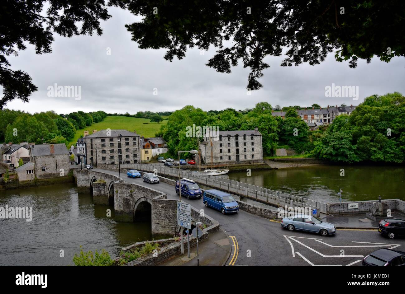 Cardigan (Welsh: Aberteifi,) Ceredigion (formerly Cardiganshire) Wales. Bridge across the River Teifi Stock Photo