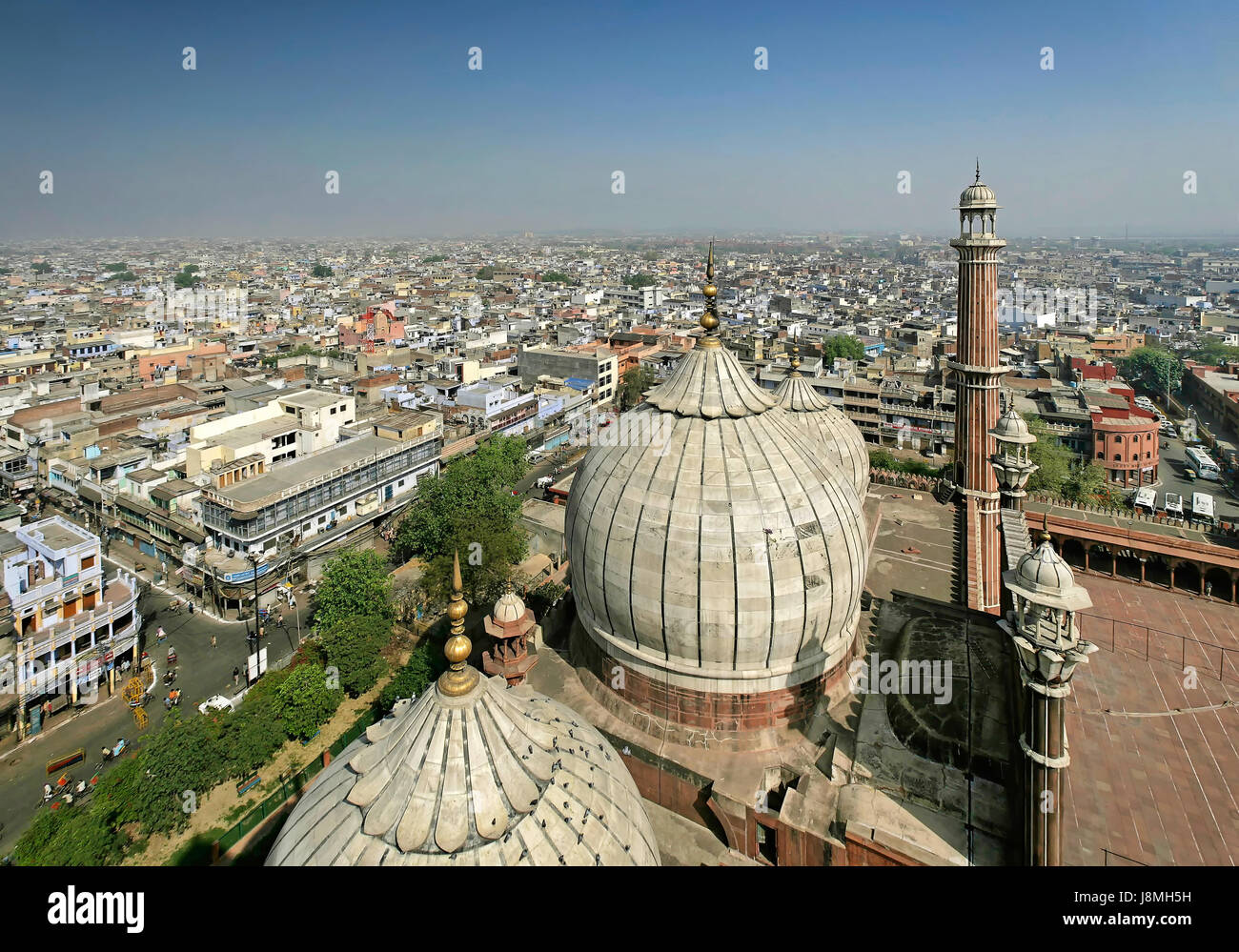View from a minaret of the Jama Masjid mosque in Delhi, India. - Stock Image